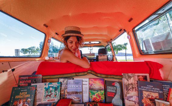 Maja Klarić/Bookmobile - 2
