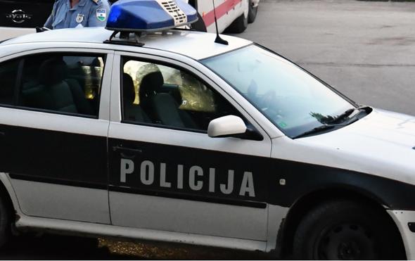Igrao se s pištoljem pa zapucao: Pravosudni policajac slučajno ubio čovjeka koji je došao na suđenje