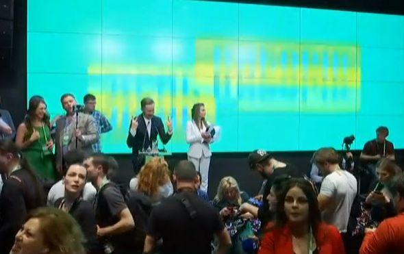 Ukrajina dobila novog predsjednika: Komičar Zelenski slavi pobjedu