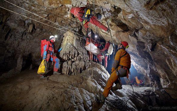 Dvoje speleologa u Poljskoj zarobljeno u jami dubokoj 500 metara, HGSS-ovci spremni za spašavanje