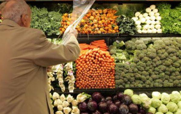Umirovljenik u kupovini, ilustracija (Foto: Getty images)