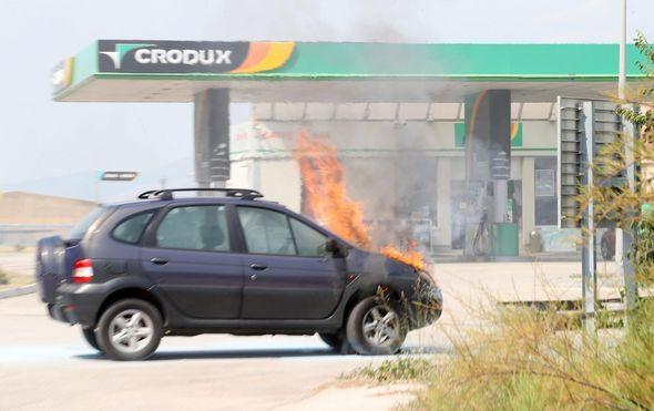 Planuo auto na ulasku u benzinsku u Splitu (Foto: Ivo Cagalj/PIXSELL) - 1