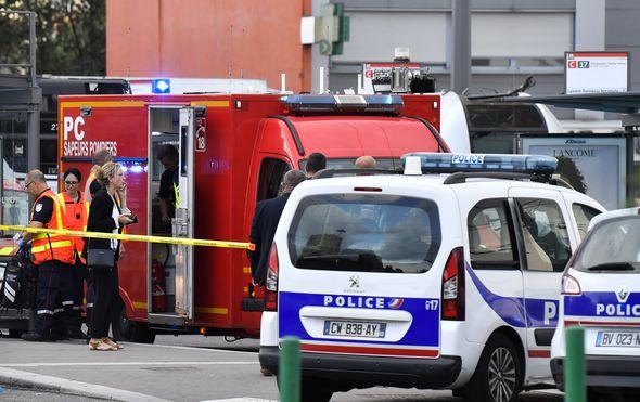 Napad nožem kod Lyona u Francuskoj (Foto: AFP) - 1