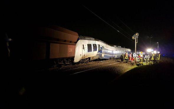 putnicki vlak sa 155 putnika naletio na teretni 41 osoba ozlijedena medu njima ima i tesko ozlijedenih