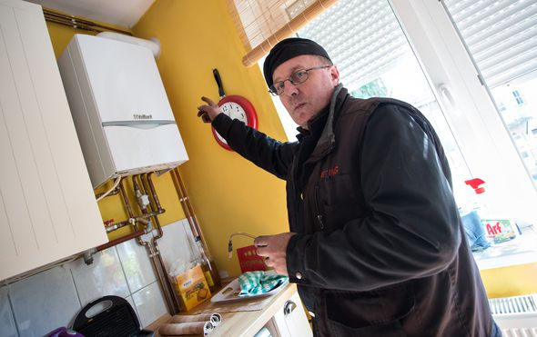 Dimnjačar pregledava bojler, arhiva (Guliver/Thinkstock)