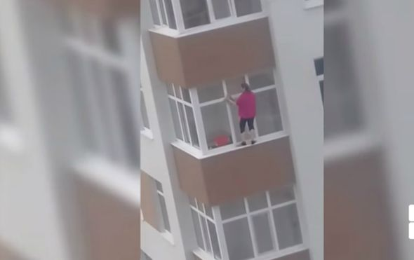 Gospođa se nalazila na petom katu zgrade (FOTO: YouTube/Screenshot)