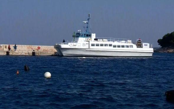 Ogorčeni otočani pred gradskom upravom: Stanovnici šibenskih otoka nemaju više strpljenja za probleme s prijevozom
