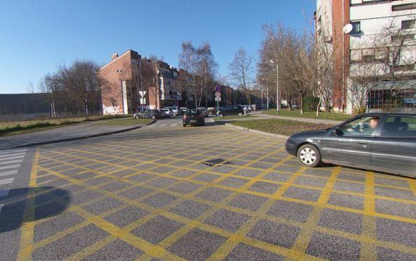 zuti kvadrati na raskrizju za bolju protocnost prometa ili novo praznjenje dzepova vozaca