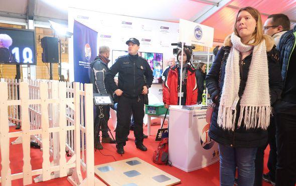 Rasplesani policajac (FOTO: Sanjin Strukic/PIXSELL)