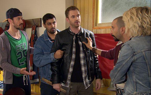 """Pogledajte trenutak kad Lokvičani Dado i Karlo spontano zapjevaju hit pjesmu serije """"Na granici"""""""