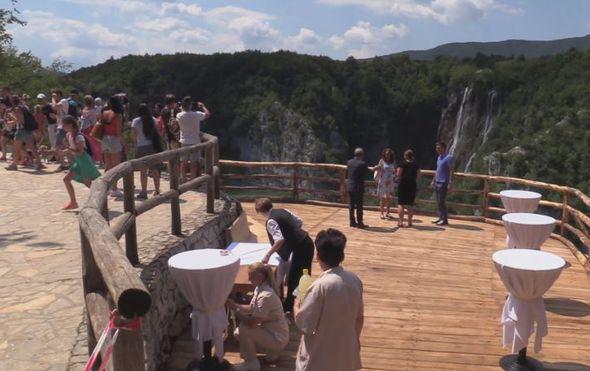 Bolji pogled na ljepote Plitvičkih jezera: Veliki slap posjetitelji mogu gledati s panoramskog vidikovca