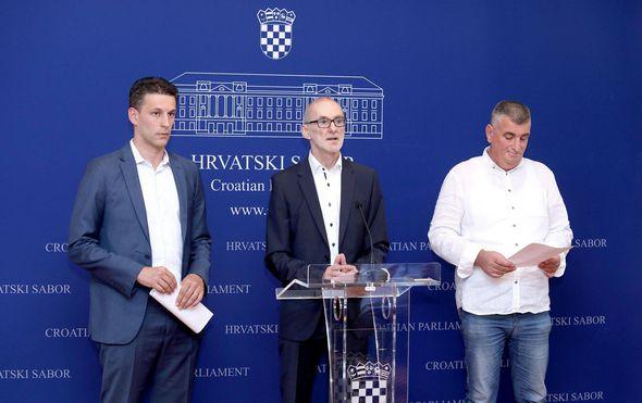 """Božo Petrov: """"Umjesto da se skriva iza rekonstrukcije Vlade, treba otići Plenković"""""""