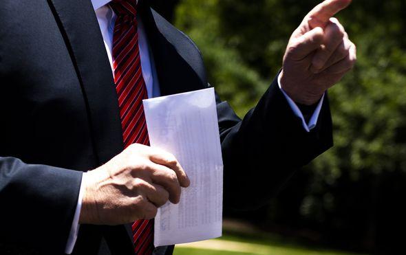 Donald Trump maše Sporuzumom (Foto: Jim WATSON / AFP)