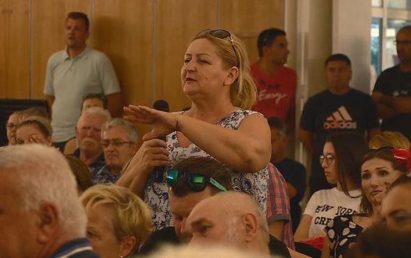 """Žestoka tribina u Pločama, ministar Ćorić pod salvom kritika: """"Ministre, možete samo preko naših tijela"""""""