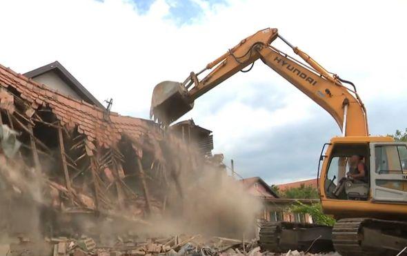 Rušenje kuće koja je stradala u potresu - 1