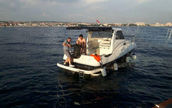 Iz mora izvučen iznemogli plivač (Foto: Ministarstvo mora, prometa i infrastrukture) - 3