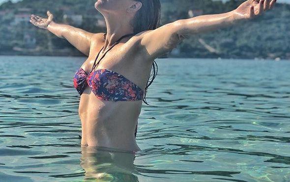 """Nataša Janjić pozirala u bikiniju na plaži: """"Jesenska sezona službeno započela"""""""