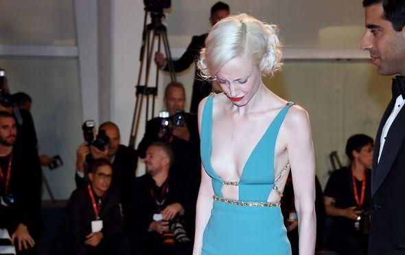Glumica u Veneciji umjesto svog novog filma ispromovirala intimni dio koji je ispao iz izrezane haljine