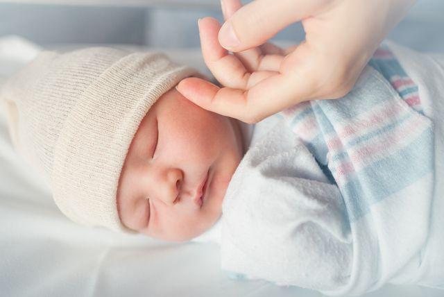 Odjeća od organskog pamuka ističe se kao najbolji odabir za novorođene bebe