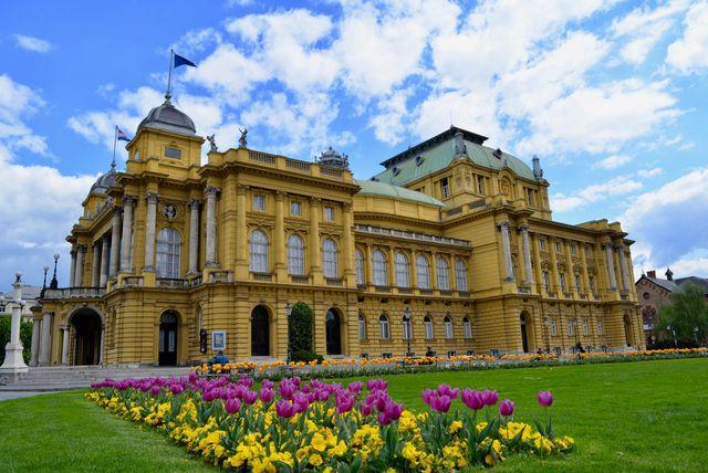 Zgrada zagrebačkog Hrvatskog narodnog kazališta