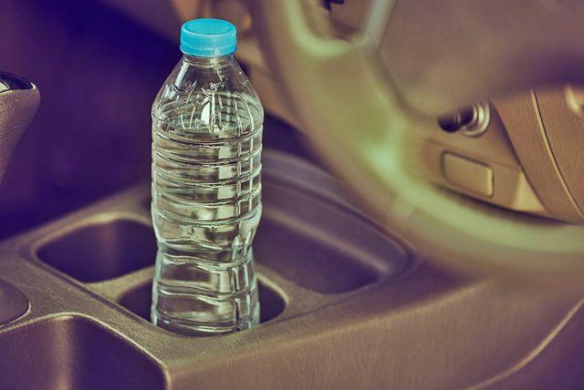 Voda u plastičnoj boci