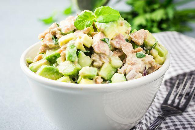 Salata od tune, avokada i svježih krastavac