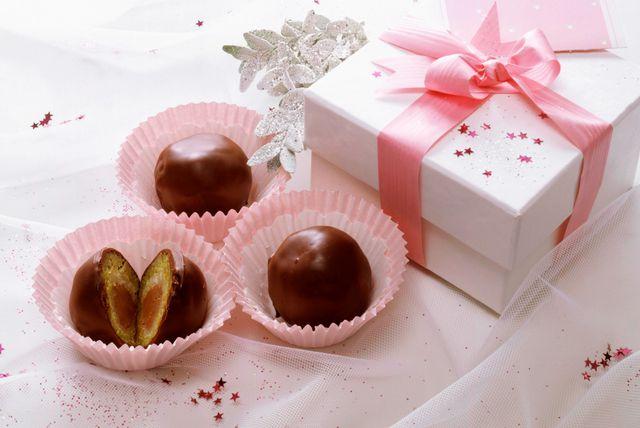 Čokoladne kugle od pistacija i marcipana (ahrivska fotografija)