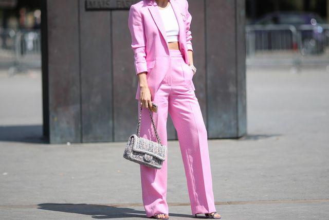 Ružičasto odijelo lijepo će se prilagoditi u razne proljetne prigode