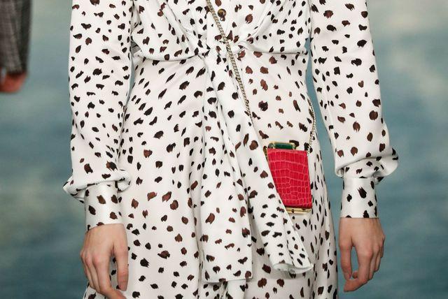 Mini torbica na reviji modne kuće Carolina Herrera