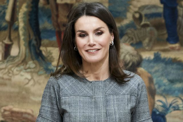 Kraljica Letizia u laskavoj haljini brenda Massimo Dutti - 3