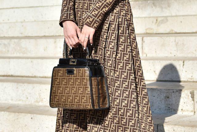 Haljina i torba s logom modne kuće Fendi