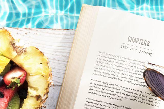 Knjige su nezaobilazni \'rekvizit\' svake torbe za plažu