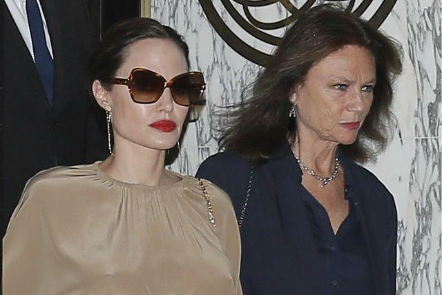 Angelina Jolie sa svojom krsnom kumom, glumicom Jaqueline Bissett u Parizu - 2