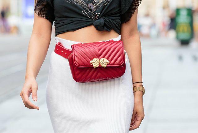 Torbice oko struka i dalje su pravi hit među ljubiteljicama mode