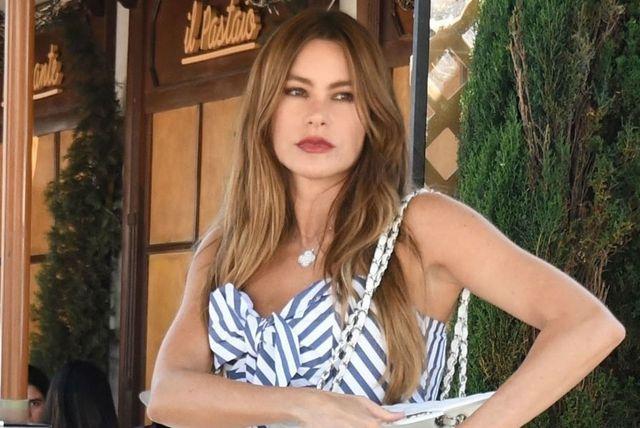 Sofia Vergara u super skinny trapericama - 2
