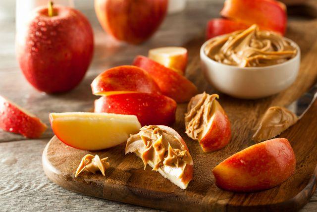 Jabuke i maslac od kikirikija odlična su kombinacija