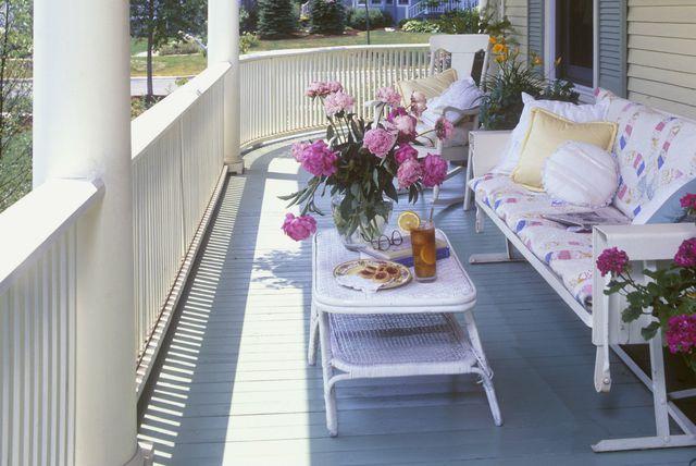 Kuća s lijepo uređenom verandom - 1