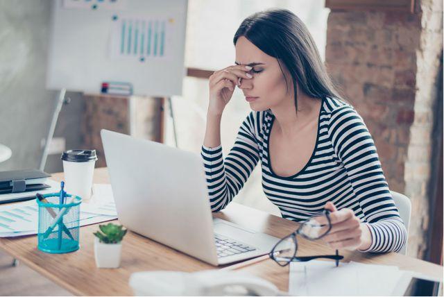 Oko 80 posto ljudi koji provode više od tri sata dnevno pred računalom misli da im to stvara probleme