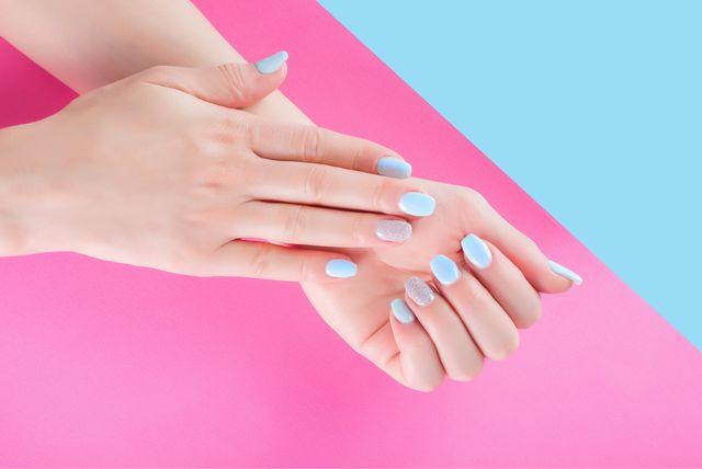 Svjetlo plava boja na noktima podsjećat će vas na more i ljeto