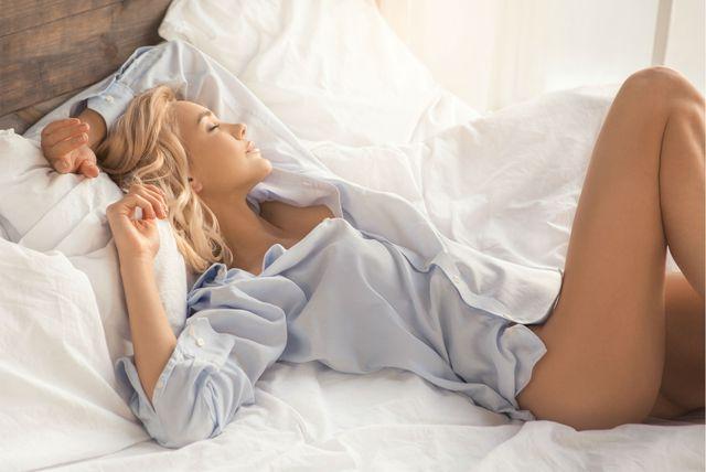 Žena u krevetu
