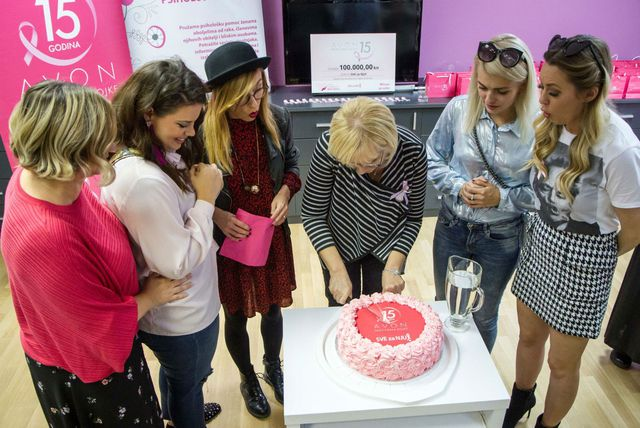 """Avon je donacijom 100.000 kuna udruzi \""""SVE za NJU!\"""" završio roza listopad (Foto: zadovoljna.hr)"""