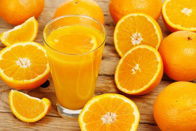 Voće bogato vitaminima po maže tijelu da se obrani od virusa i bakterija