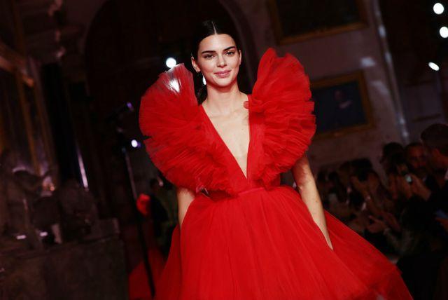 Manekenka Kendall Jenner u popularnoj haljini