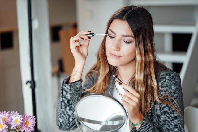 Nika Matić pokazala je kako brzo transformirati look iz dnevnog u noćni