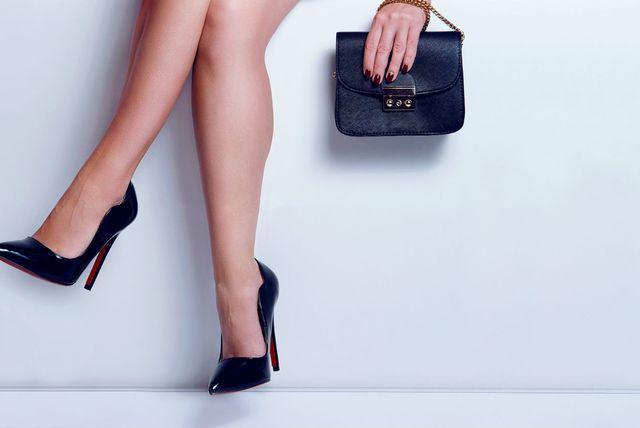 Crne salonke su fleksibilan komad obuće