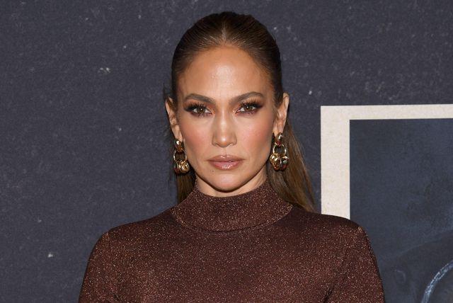 Jennifer Lopez u maksi suknji i crop-topu francuskog brenda Herve Leger - 8