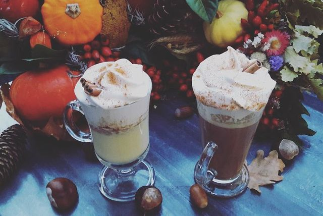 Pumpkin spice latte i pumpkin spice vruća čokolada