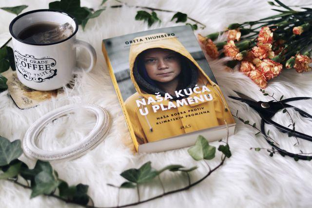 Knjiga \'Naša kuća u plamenu\' Grete Thunberg