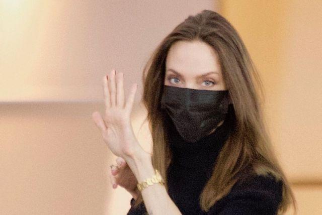 Angelina Jolie u zračnoj luci u Los Angelesu - 2