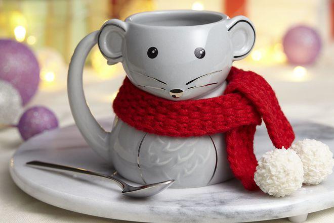 Šalica u obliku miša s pletenim šalom iz Avona
